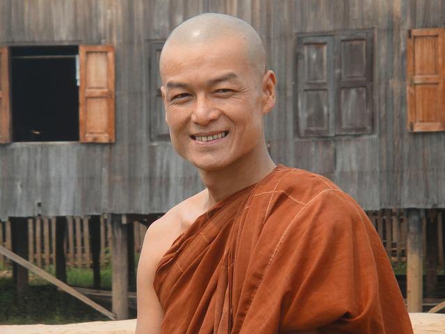 Backpacking in Myanmar - Monk