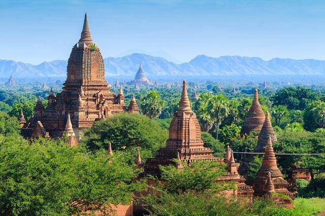 Backpacking in Myanmar - Tempel in Nature