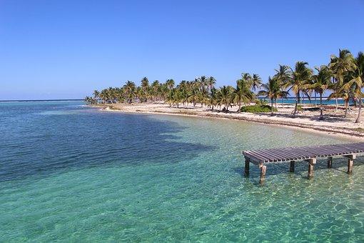 Sandstrand und kristallklares Meer Belize