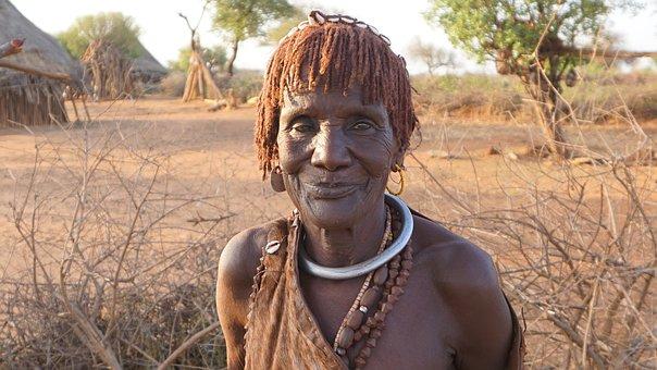Stammesvolk in Äthiopien im Omo-Tal