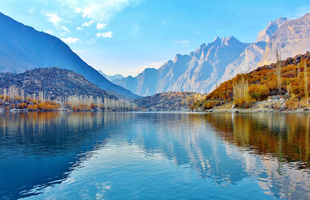 Backpacking in Pakistan - Landschaft mit See