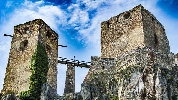 Burg in Csesznek, Vár
