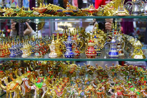 Shopping Souveniers in Dubai
